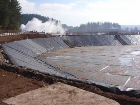 Revestimiento plastico impermeabilizacion tranques lagunas for Plastico para impermeabilizar lagunas