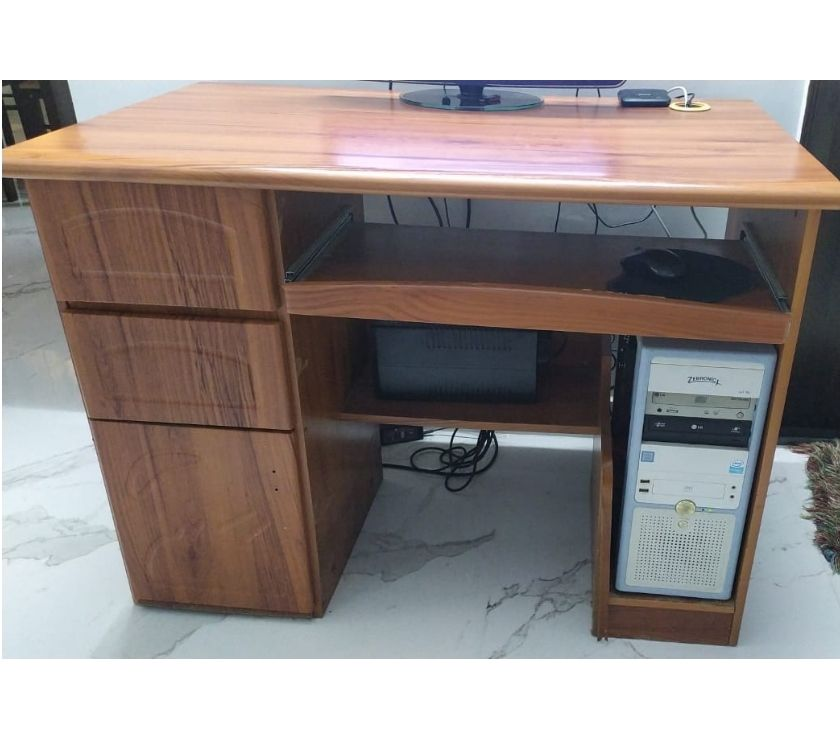 Used Furniture for Sale Bangalore - Photos for Computer table 4 years old